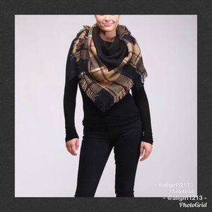 Accessories - 🆕 Black Plaid Blanket Scarf